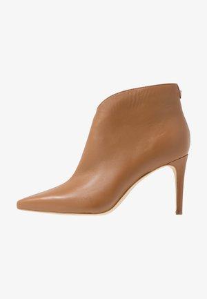 BRISTA - Kotníková obuv na vysokém podpatku - beige neutro