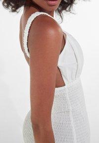 Bershka - Sukienka etui - white - 3