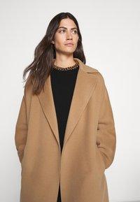WEEKEND MaxMara - Classic coat - kamel - 3