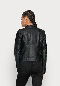 Vero Moda - VMKHLOE JACKET - Bunda zumělé kůže - black - 2