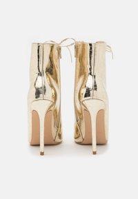 BEBO - SAVIOUR - Kotníková obuv na vysokém podpatku - gold - 3