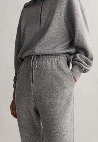 OYSHO_SPORT - Teplákové kalhoty - light grey - 3