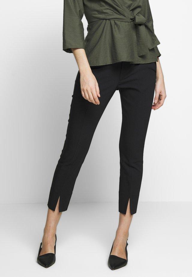ZELLAIW SLIT PANT - Pantaloni - black