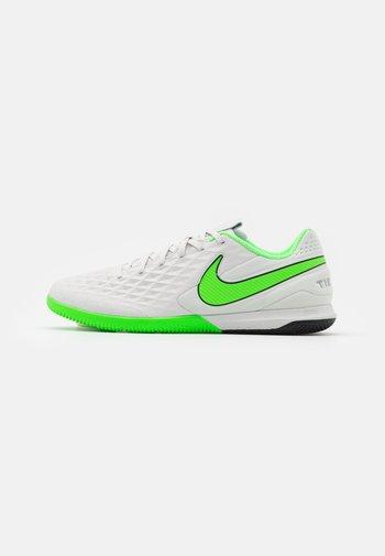 REACT TIEMPO LEGEND 8 PRO IC - Indoor football boots - platinum tint/rage green