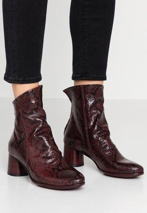 LUNA - Kotníkové boty - magenta