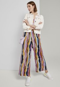 TOM TAILOR DENIM - OVERALLS STREIFENMUSTER - Jumpsuit - wavy multicolor stripes - 1