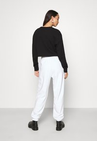 NEW girl ORDER - CLASSIC CARTOON - Pantalones deportivos - white - 2