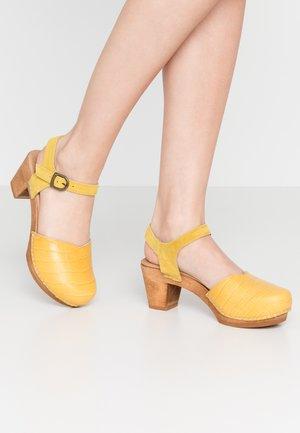 ROSALINA SQUARE - Clogs - yellow