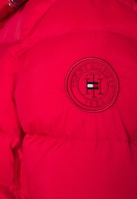 Tommy Hilfiger - GLOBAL STRIPE - Doudoune - primary red - 7