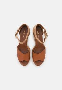 ALOHAS - CITRONELLA - Sandály na platformě - plain camel - 5