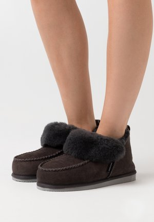 ALBINA - Slippers - asphalt