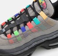 Nike Sportswear - AIR MAX 95 SE UNISEX - Sneakers basse - light charcoal/university red/black - 5