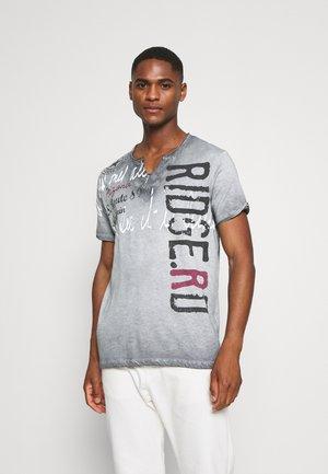 RIDGE - T-shirt con stampa - silver