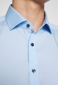 OLYMP - OLYMP LEVEL 5 BODY FIT  - Camicia elegante - hellblau - 5