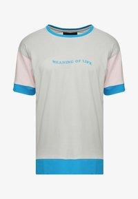 COOP OF LIFE SEMI BOX TEE - Triko spotiskem - grey/light pink