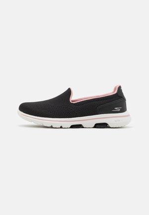 GO WALK 5 OCEAN SPARKLE - Sportieve wandelschoenen - black/light pink