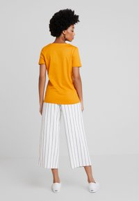 Lacoste - Basic T-shirt - abricotine - 2