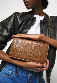 Love Moschino - BORSA - Across body bag - camel - 0