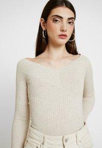 Even&Odd - BARDOT NECKLINE - Stickad tröja - beige melange - 3