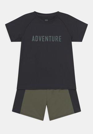 SLOGAN ACTIVE SET UNISEX - T-shirt print - black