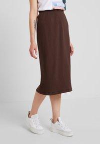 Weekday - SKIRT - Pouzdrová sukně - brown - 0