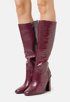 CELENI - Kozačky na vysokém podpatku - burgundy