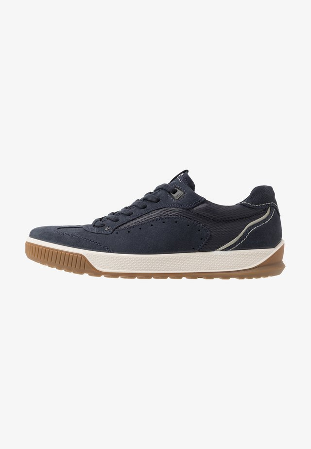 BYWAY TRED - Zapatillas - navy/night sky