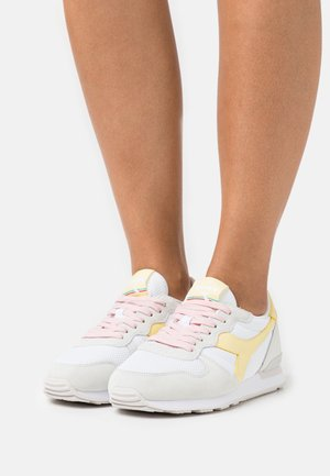 Trainers - white/popcorn