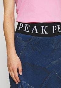 Peak Performance - TURF SKIRT PRINT - Sportovní sukně - blue - 4