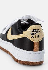 Nike Sportswear - AIR FORCE 1 - Zapatillas - black/solar flare-white-black - 5