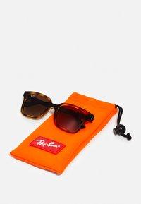 Ray-Ban - SUN  - Sluneční brýle - brown gradient/dark brown - 2