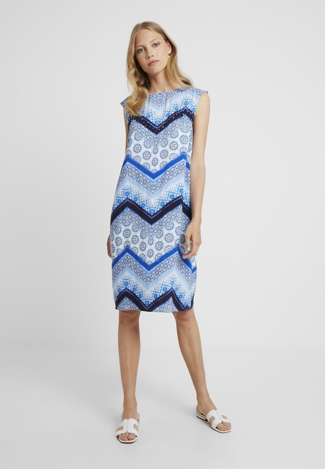 CHEVRON HOTFIX PINNY - Kjole - blue