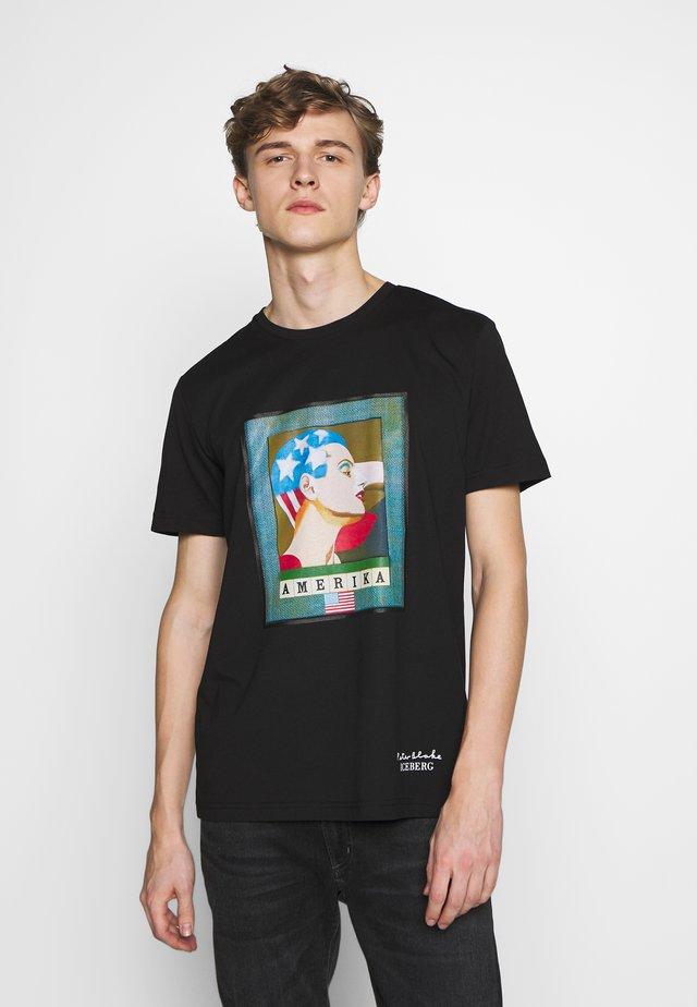 PETER BLAKE AMERICA  - Print T-shirt - nero