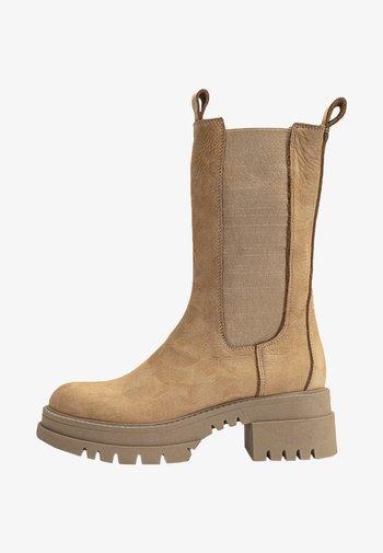 Platform boots - nb scissors usc