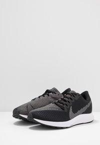 Nike Performance - ZOOM RIVAL FLY 2 - Nøytrale løpesko - black/white/thunder grey - 2