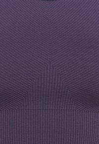 Sweaty Betty - ILLUSION SEAMLESS BRA - Light support sports bra - vine purple - 2
