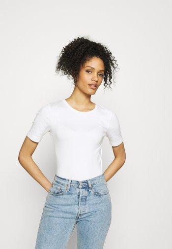 T-shirts - fresh white