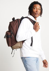Indispensable - FUSION BACKPACK - Sac à dos - brown - 1