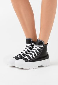 Converse - CHUCK TAYLOR ALL STAR LUGGED - High-top trainers - black/white - 0