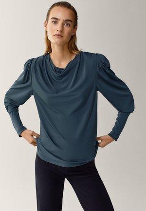 MIT SCHULTERPOLSTERN - Bluzka z długim rękawem - green