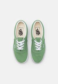 Vans - ERA UNISEX  - Sneakersy niskie - shale green/true white - 3