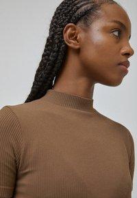 PULL&BEAR - Print T-shirt - dark brown - 4