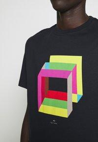PS Paul Smith - MENS REG FIT CUBES - Print T-shirt - navy - 4