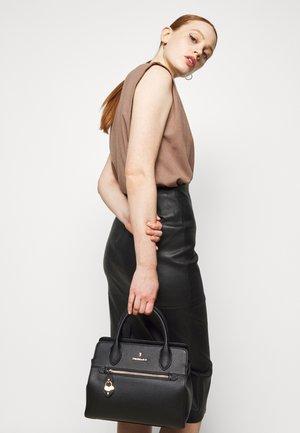 TOTE GRANA CERVO - Handbag - black