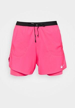 STRIDE SHORT - Korte broeken - hyper pink