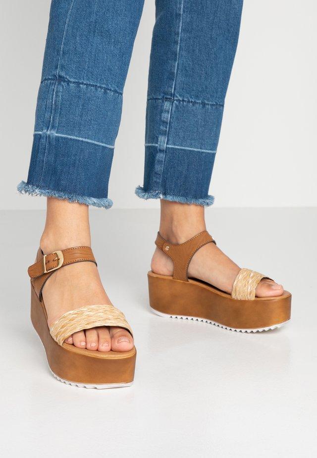 Sandalias con plataforma - dark brown