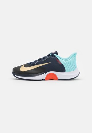 COURT AIR ZOOM GP TURBO - Buty tenisowe uniwersalne - obsidian/metallic gold/copa/white