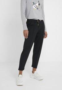 Barbour International - BANKSO TROUSER - Teplákové kalhoty - black - 0