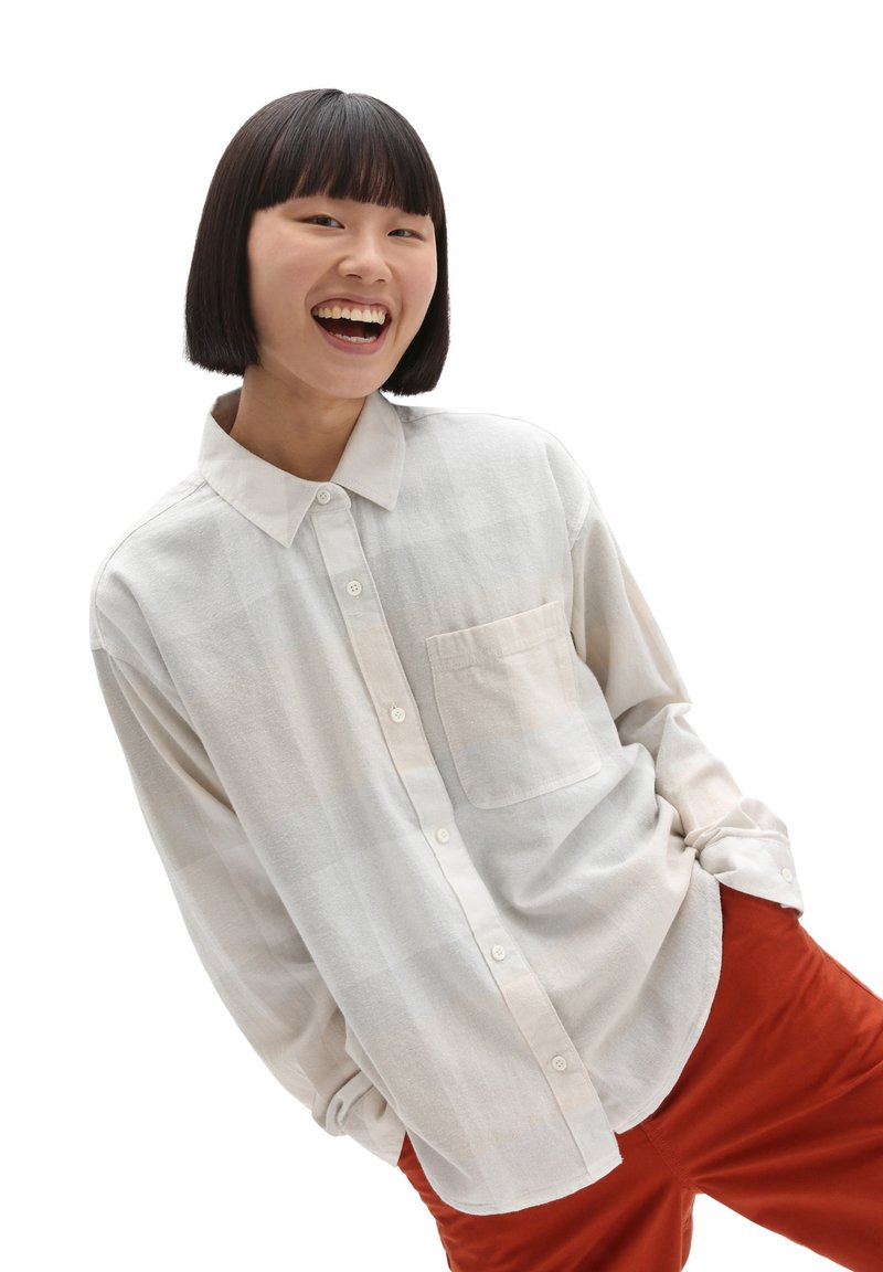 Vans - WM EASY PLAID FLANNEL - Button-down blouse - sandshell