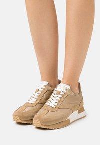 Pavement - ELLIE - Sneakersy niskie - taupe - 0